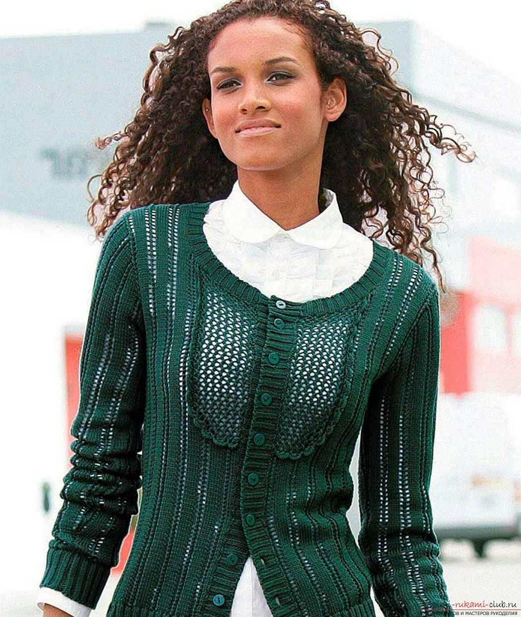 Связать женский модный свитер спицами своими руками можно из более. . Модные вязаные кофты спицами и крючком - 30