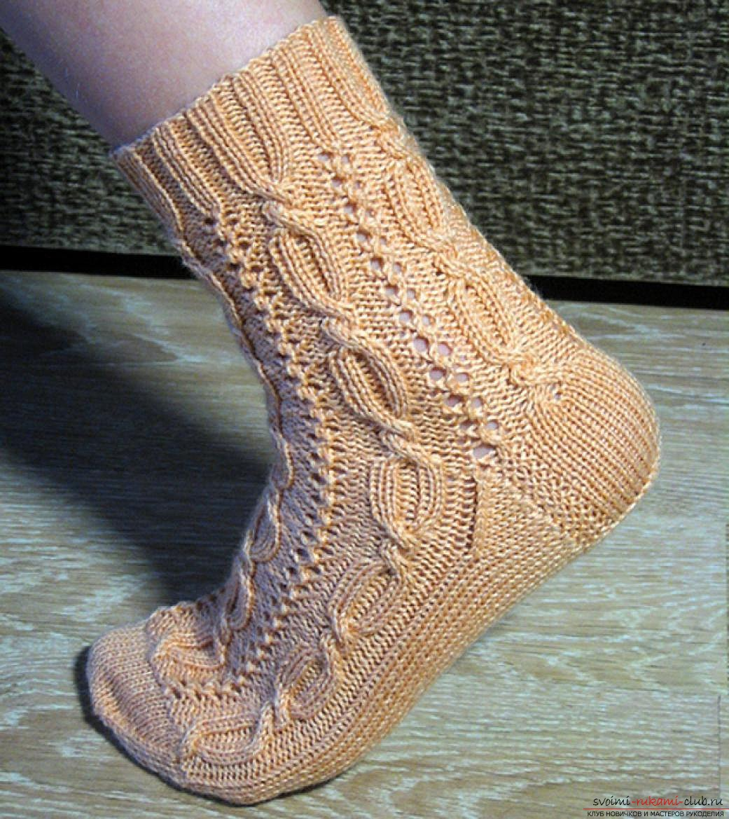 вязаные на спицах женские носки. Фото №1