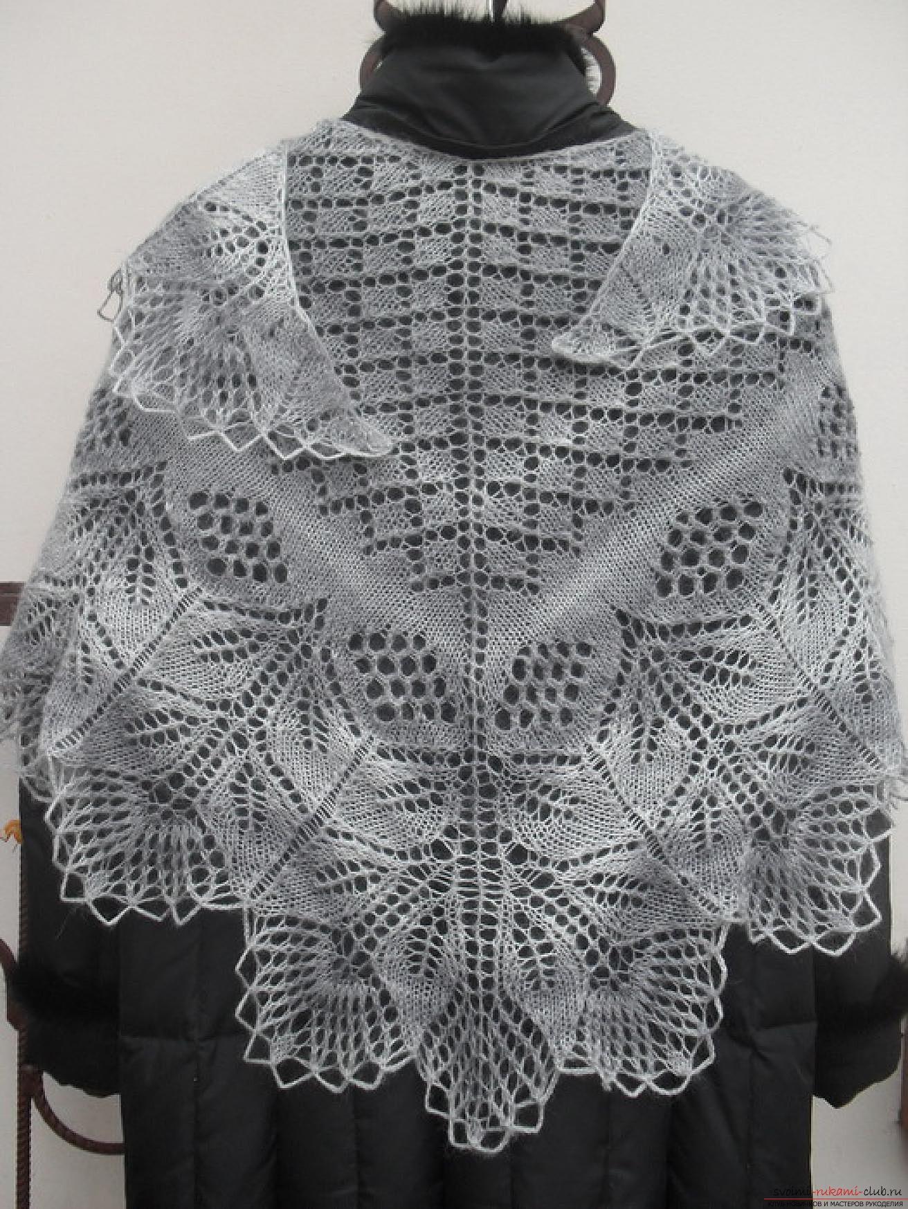 вязаная спицами изысканная шаль для женщин. Фото №4
