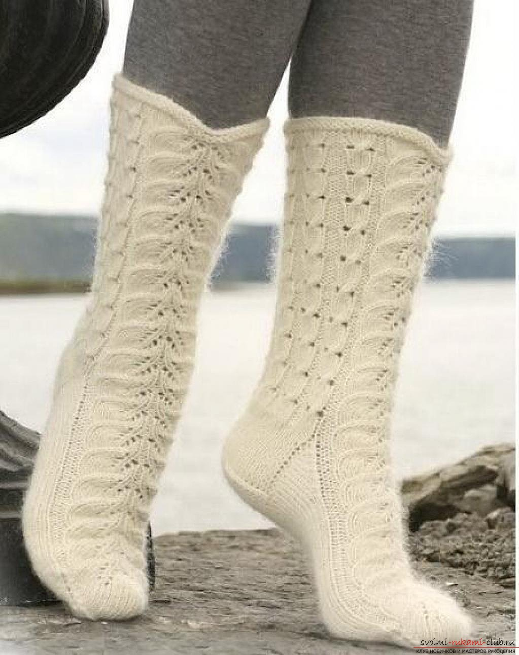 вязаные на спицах женские носки. Фото №7