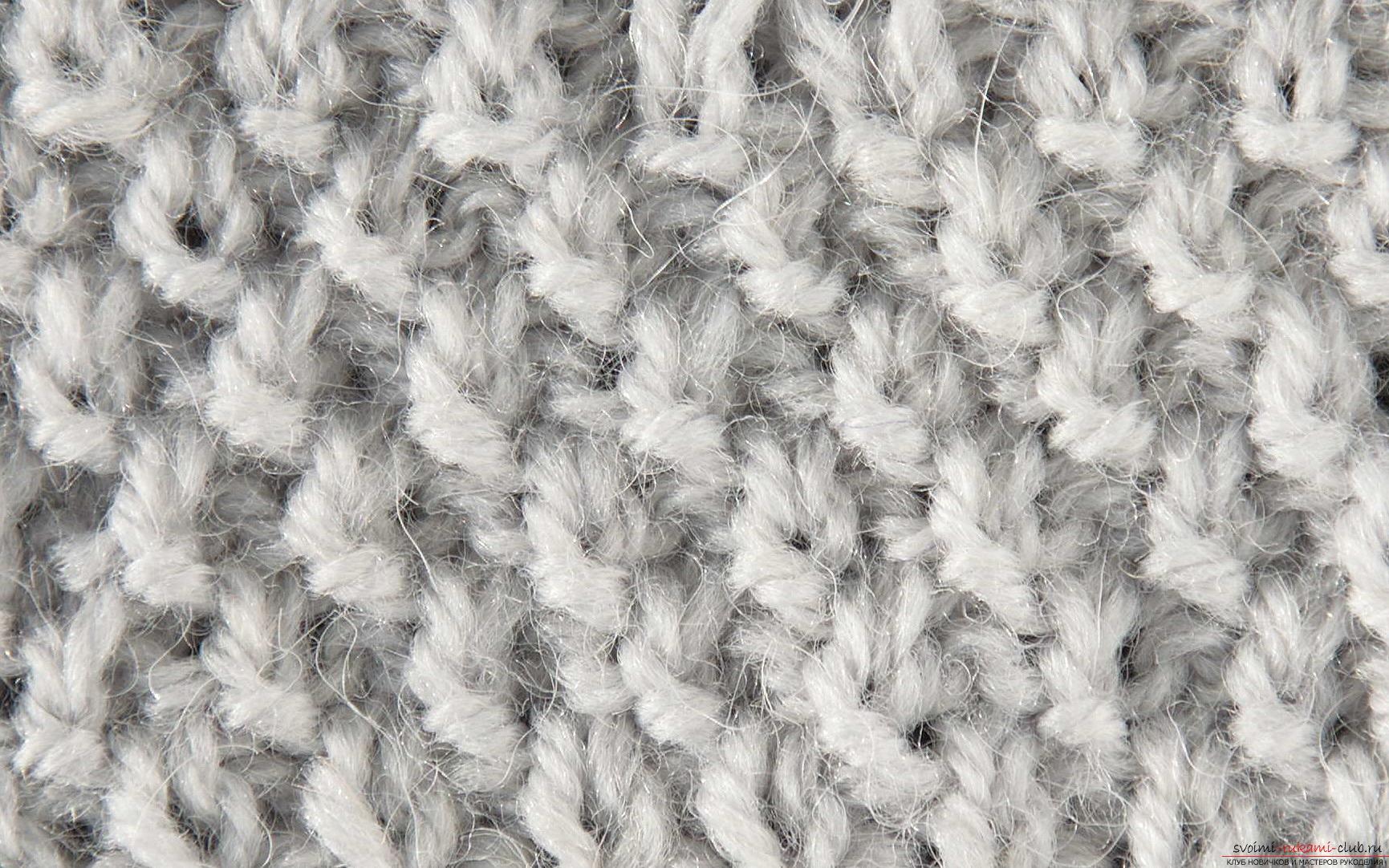 вязаный спицами свитер с жемчужным узором. Фото №3