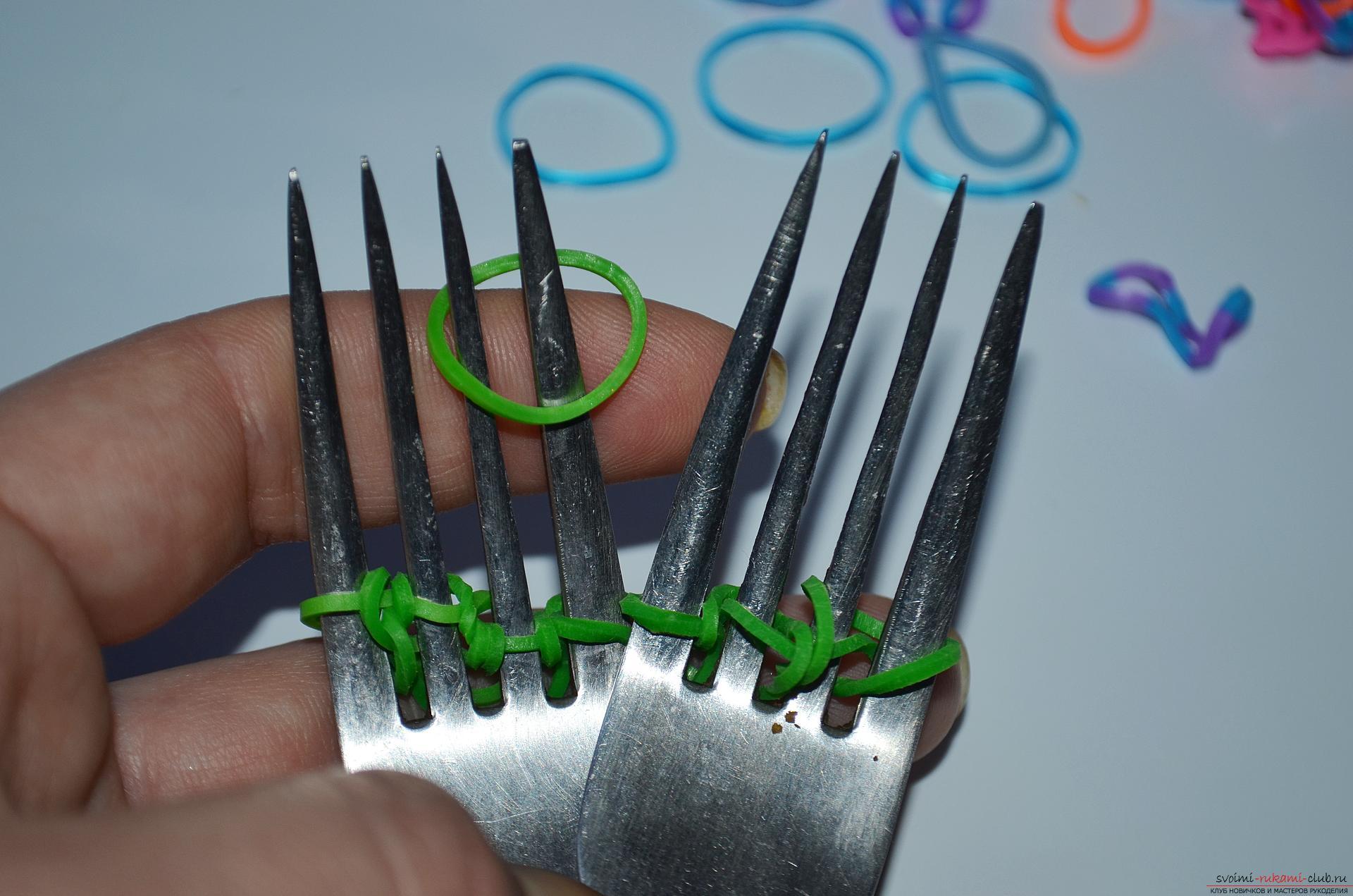 Как сделать браслет из резинок на вилке поэтапно фото