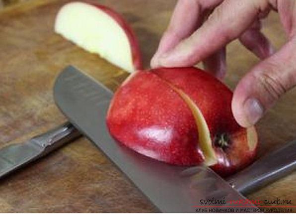 Видео как сделать лебедя из яблока