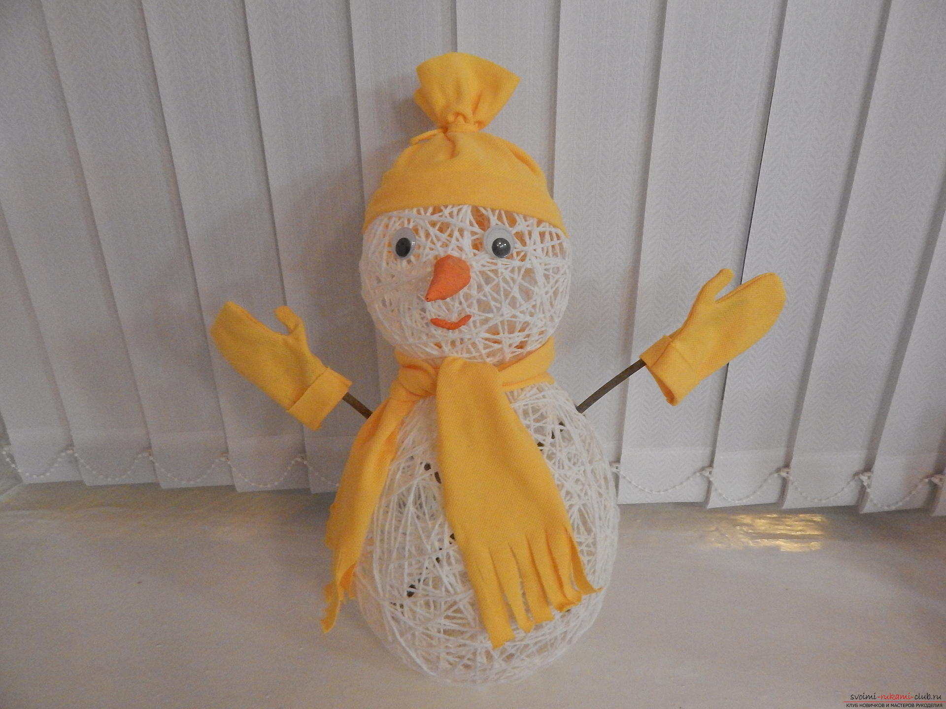 Снеговик из ниток: мастер-класс