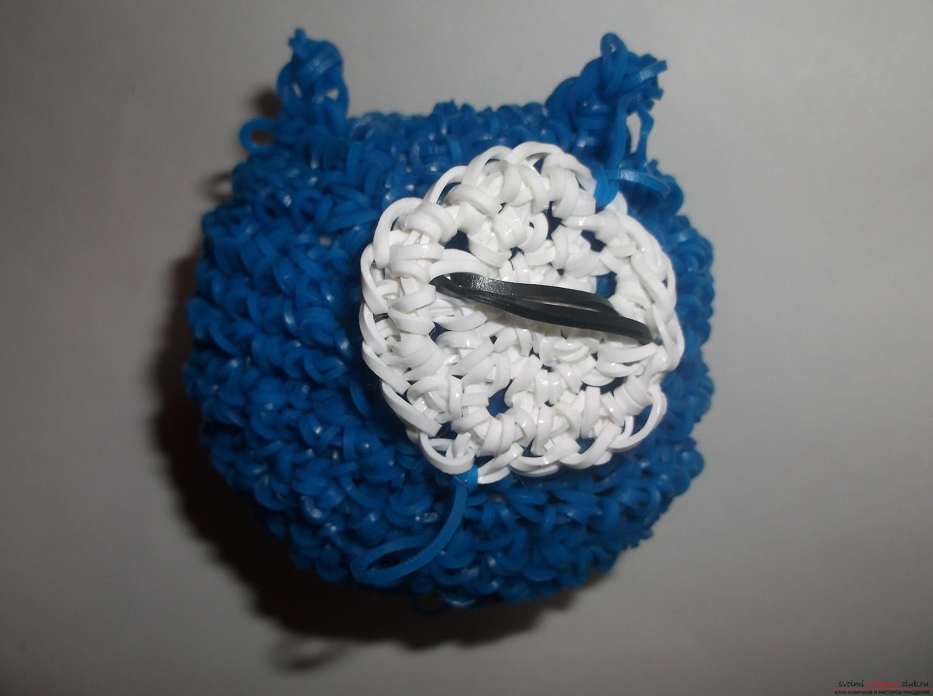Фото к уроку по плетению забавного совенка из резиночек. Фото №21