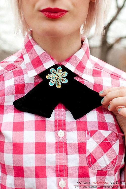 Как сделать красивую бабочку-галстук для девочки.</p> </div> <p> Наглядный урок создания одежды для подростка-девочки.. Фото №1″/></p> <p>В первую очередь, шитье бабочки-галстука выгодно потому, что можно <strong>самостоятельно подобрать внешний стиль</strong> будущего дизайна для нашего предмета красоты, который будет оформлять внешний вид наряда.</p> <p>Для того, чтобы правильно сшить красивый аксессуар, его необходимо подобрать под стиль вашего гардероба или определенного платья, костюма. Фасон одежды <strong>должен сочетаться с таким элементом аксессуара</strong> и подчеркивать его, а не ухудшать.</p> <p> Также, в таком случае, у вас есть возможность выбора самостоятельной выкройки.</p> <p> Стоит лишь учитывать параметры длины, формы и ширины узла для будущего предмета декора одежды.</p> <p>Такой мастер-класс подойдет как для личного использования, так и в качестве элемента оформления подарков для девушек.</p> <p><div style=