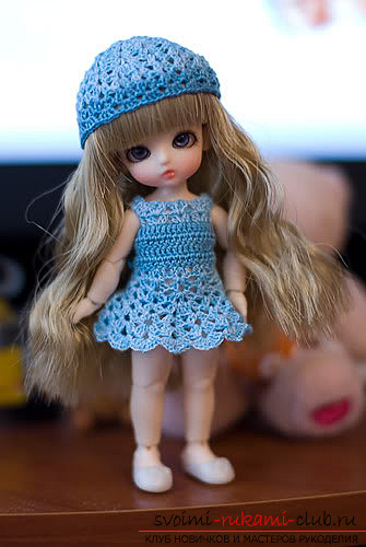 Одежда для пупсов своими руками, которую можно выполнить, сшив или связав.</p> </div> <p> Фото кукольной одежды и выкройки для ее изготовления.</p> <p> Схемы для вязания одежды для кукол.. Фото №7″/></p> <p>Юбку следует вязать по кругу, а лиф сарафана сзади будет закрепляться за счет шнуровки.</p> <p><div style=