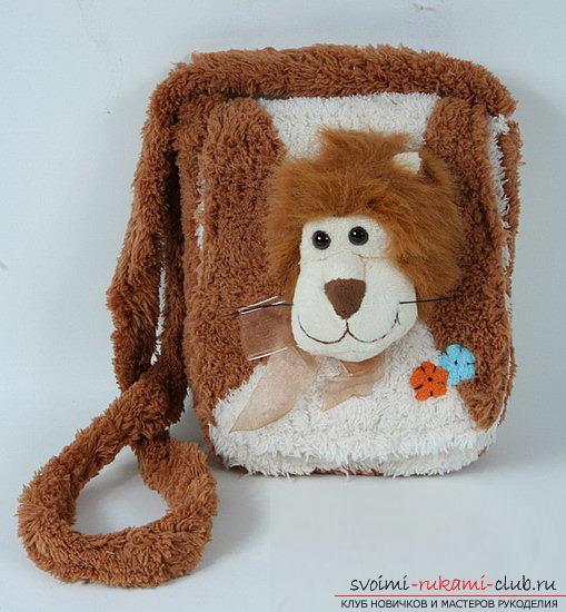 Как сшить симпатичную детскую сумочку в виде льва. Оригинальная сумка из ткани обязательно порадует маленькую модницу. Сшить ее не сложно своими руками. Фото №1