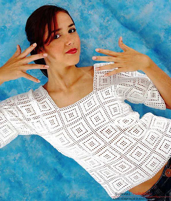 вязаный крючком женский пуловер в греческом стиле. Фото №1