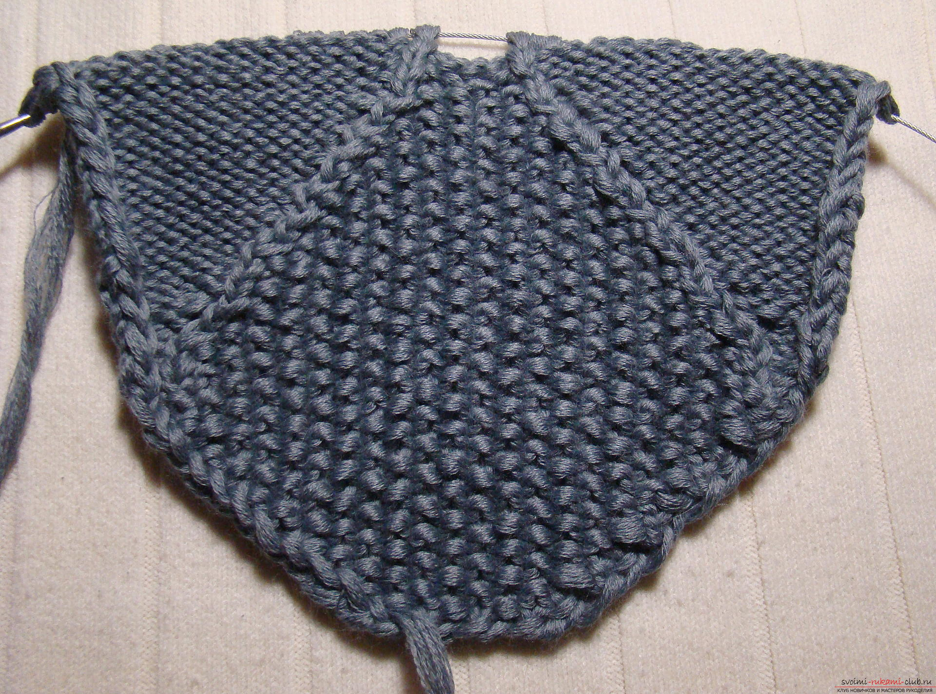 Этот подробный мастер-класс вязания тапочек на двух спицах расскажет как вязать мужские тапочки
