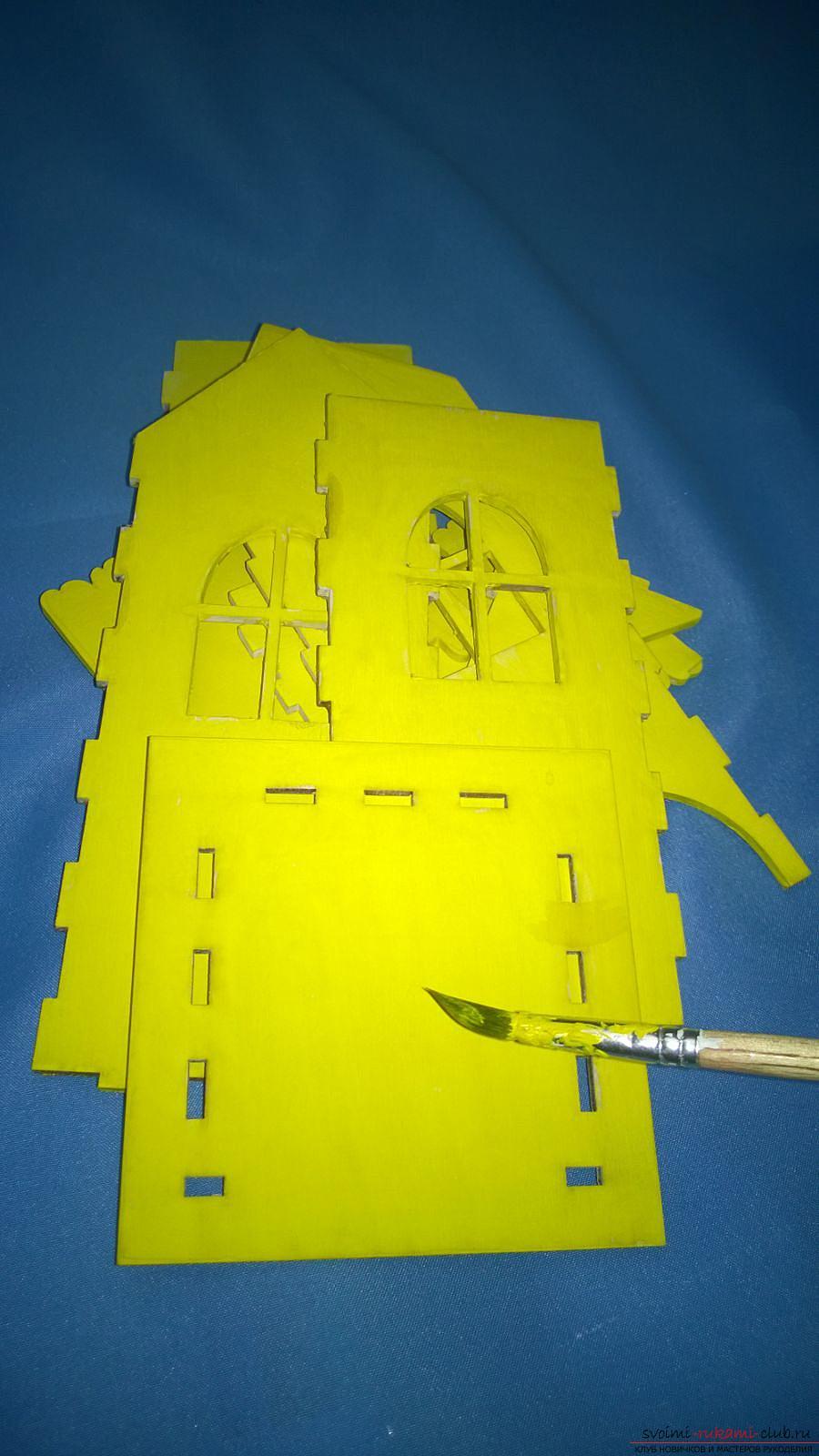 Мастер-класс научит как декорировать оригинальный чайный домик, используя декупаж. Фото №10