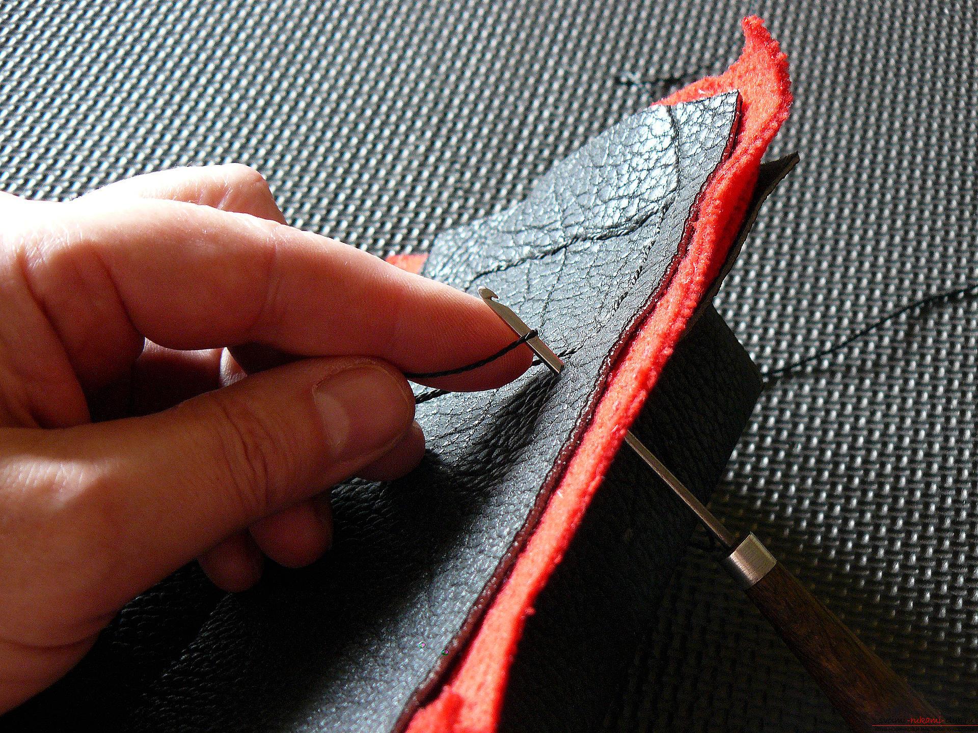 Этот подробный мастер-класс с фото и описанием научит как сделать своими руками кожаный чехол для очков.. Фото №15
