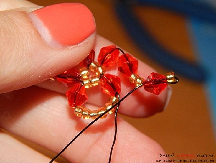 Браслет из бисера в виде цветочков сделать своими руками несложно