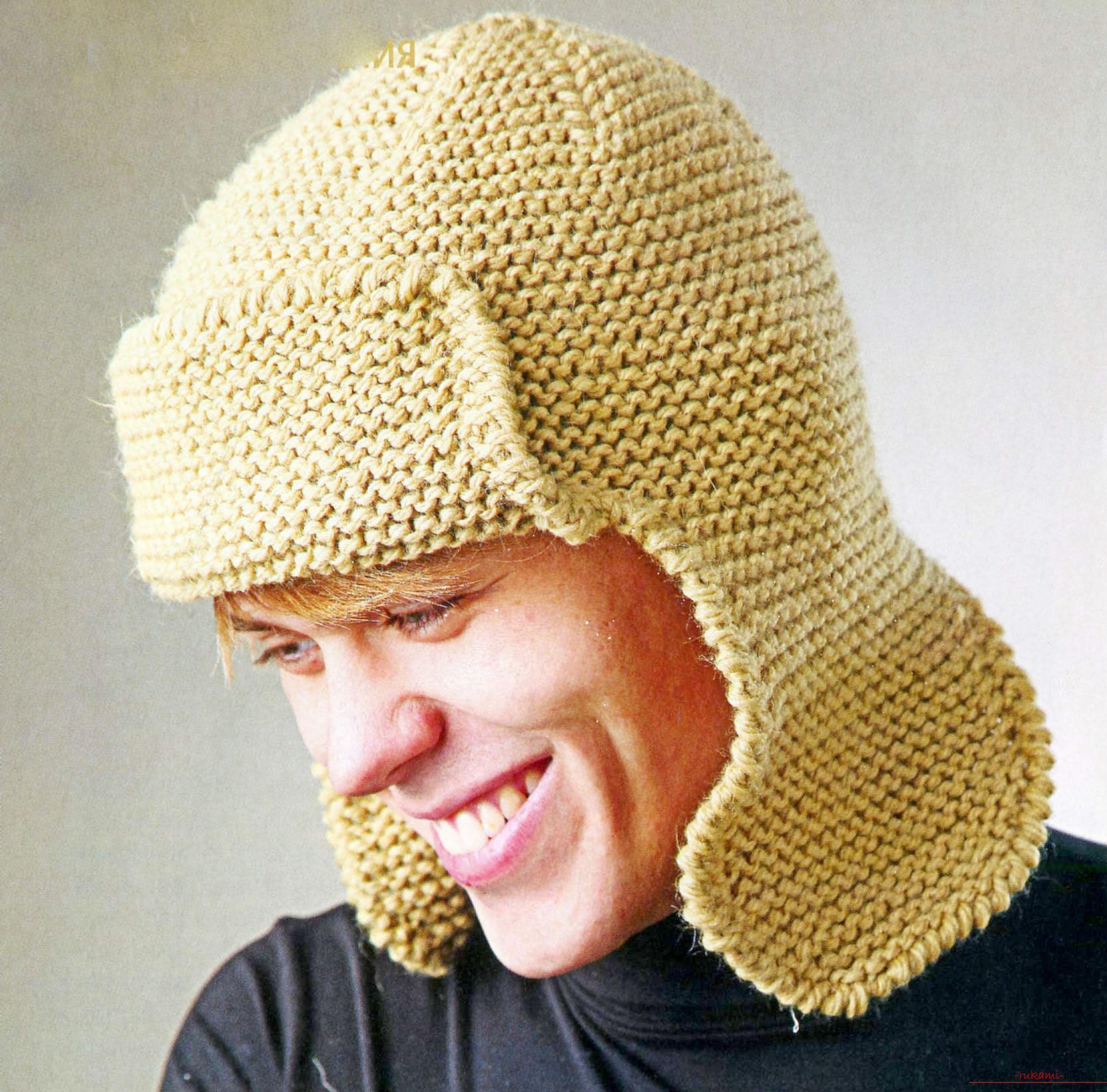 Вязаная спицами на леске шапка с ушками