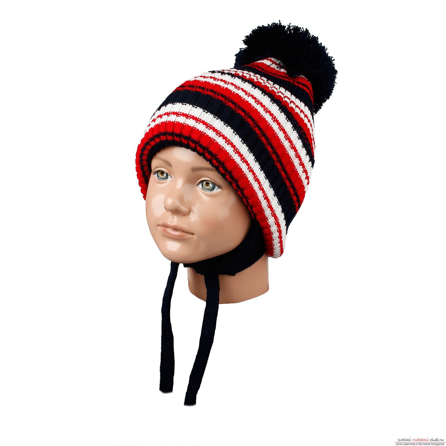женская шапка спицами косичками схема з балабоном