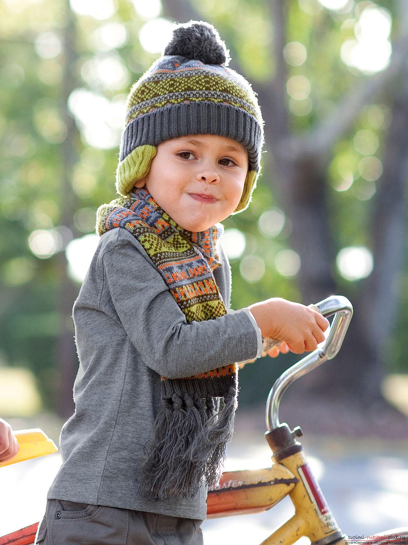 Схема вязания спицами детской шапочки с помпоном