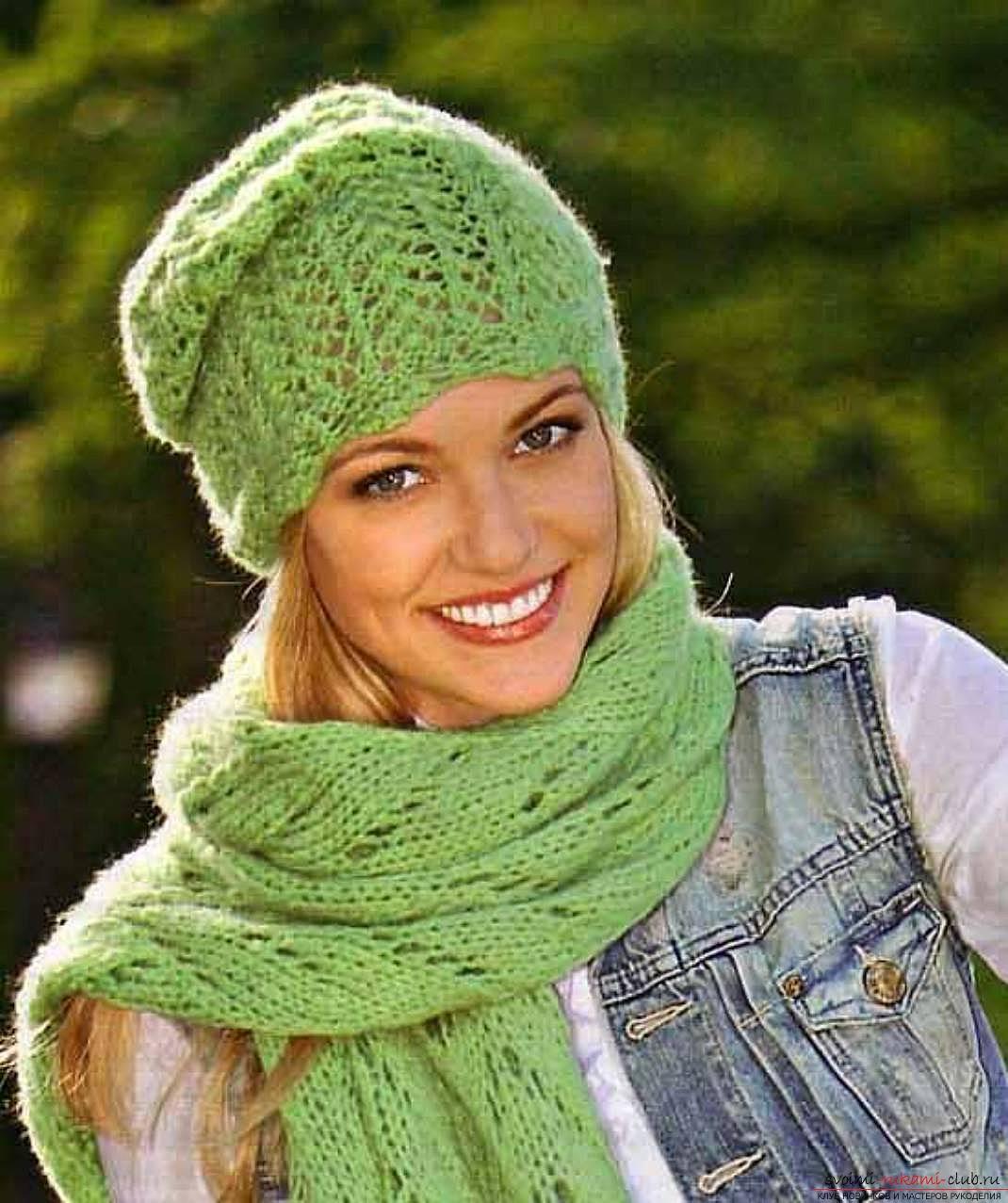 вязаная спицами оригинальная весенняя шапка для женщин. Фото №5