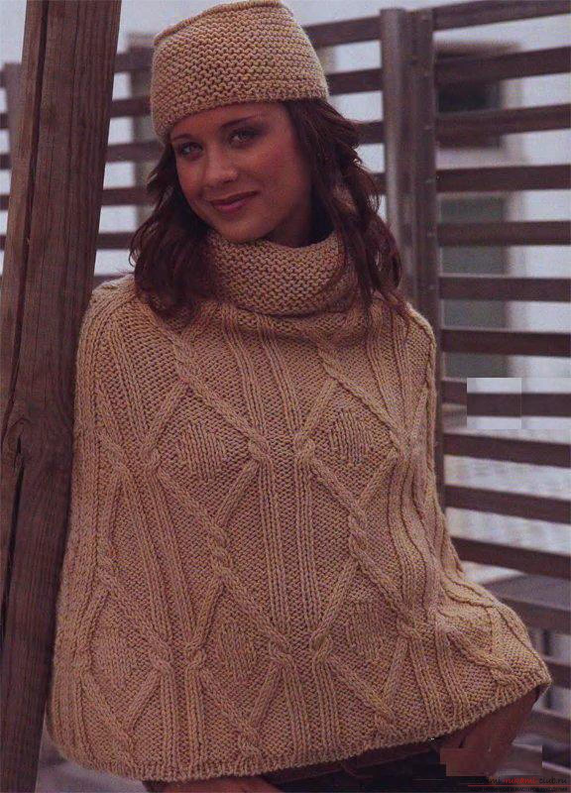 вязаное на спицах широкое женское пончо. Фото №5