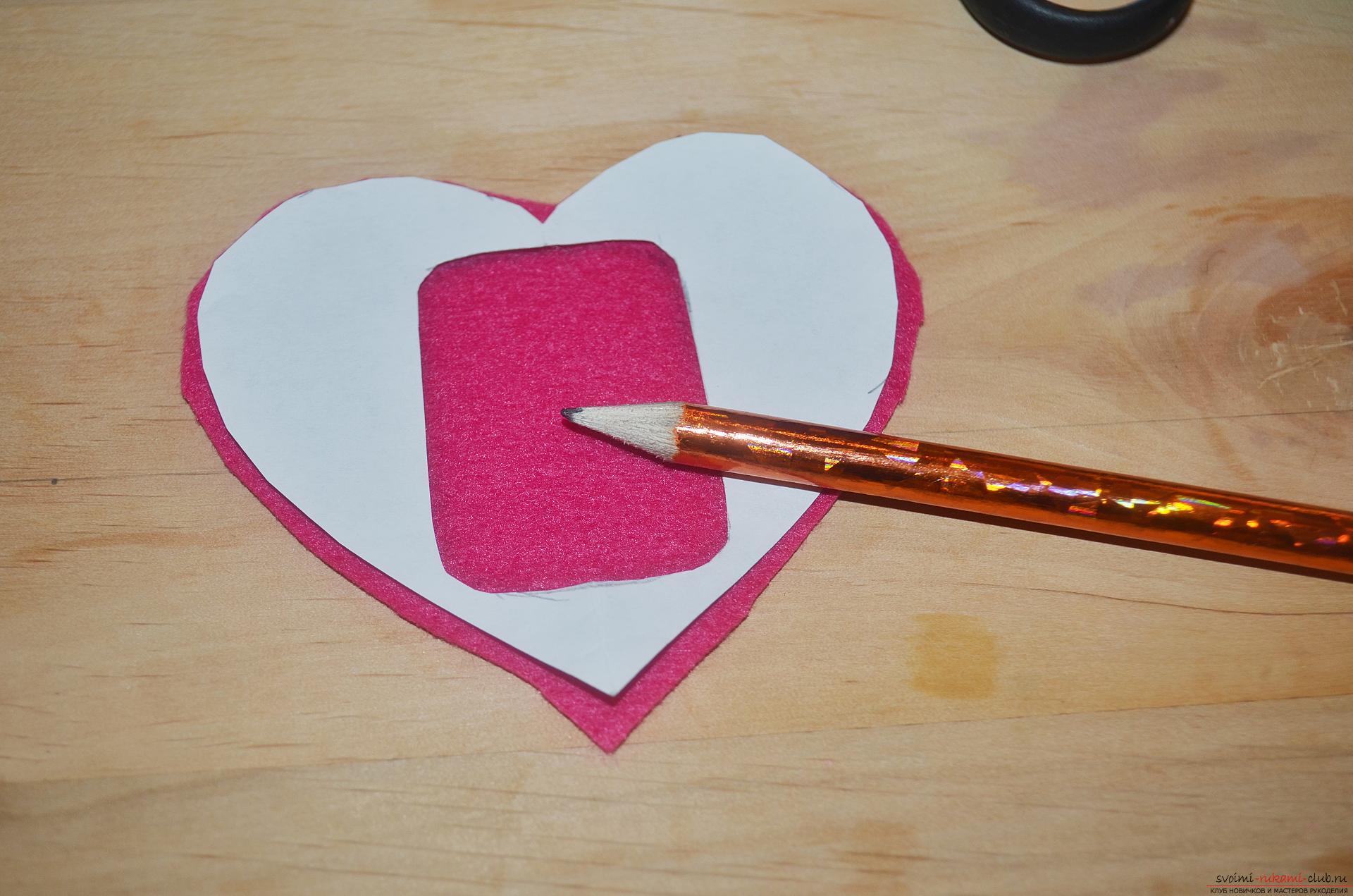 Этот мастер-класс научит как сделать своими руками красивую валентинку из фетра