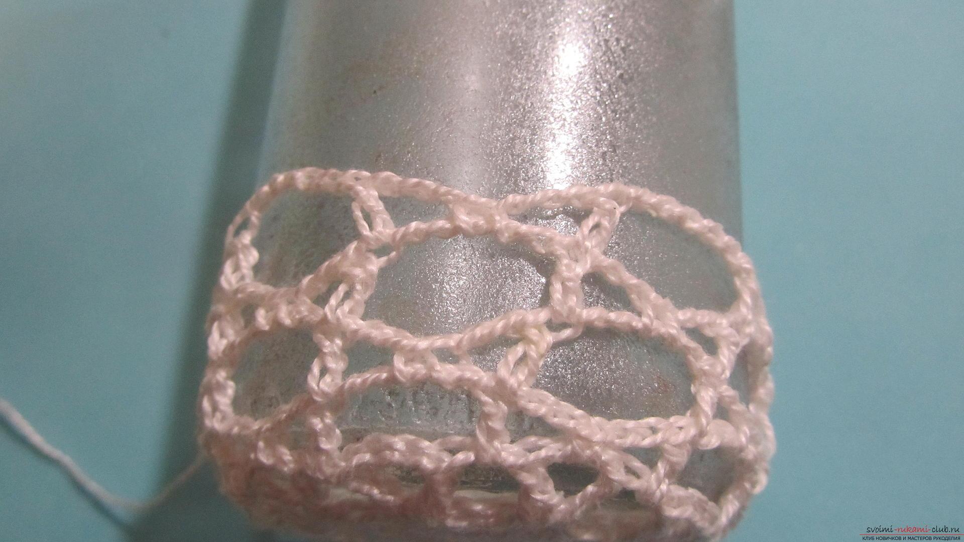 Мастер-класс научит как сделать крючком вязанную вазу своими руками из стеклянной банки. Фото №29