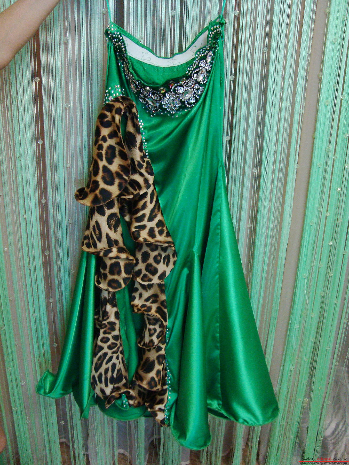 Красивое платье можно пошить в домашних условиях, используя выкройку и схему.. Фото №1
