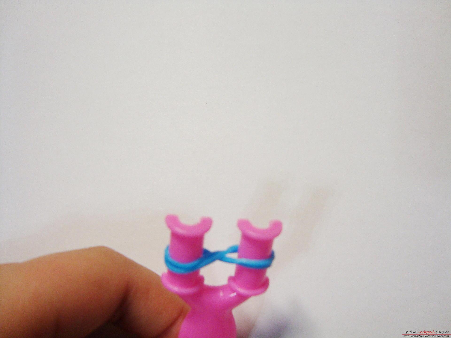 мастер-класс с фото научит вас плести модные браслеты из резиночек. Фото №3