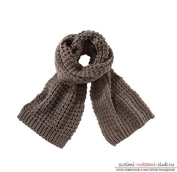 вязаный спицами шарф для женщин. Фото №6