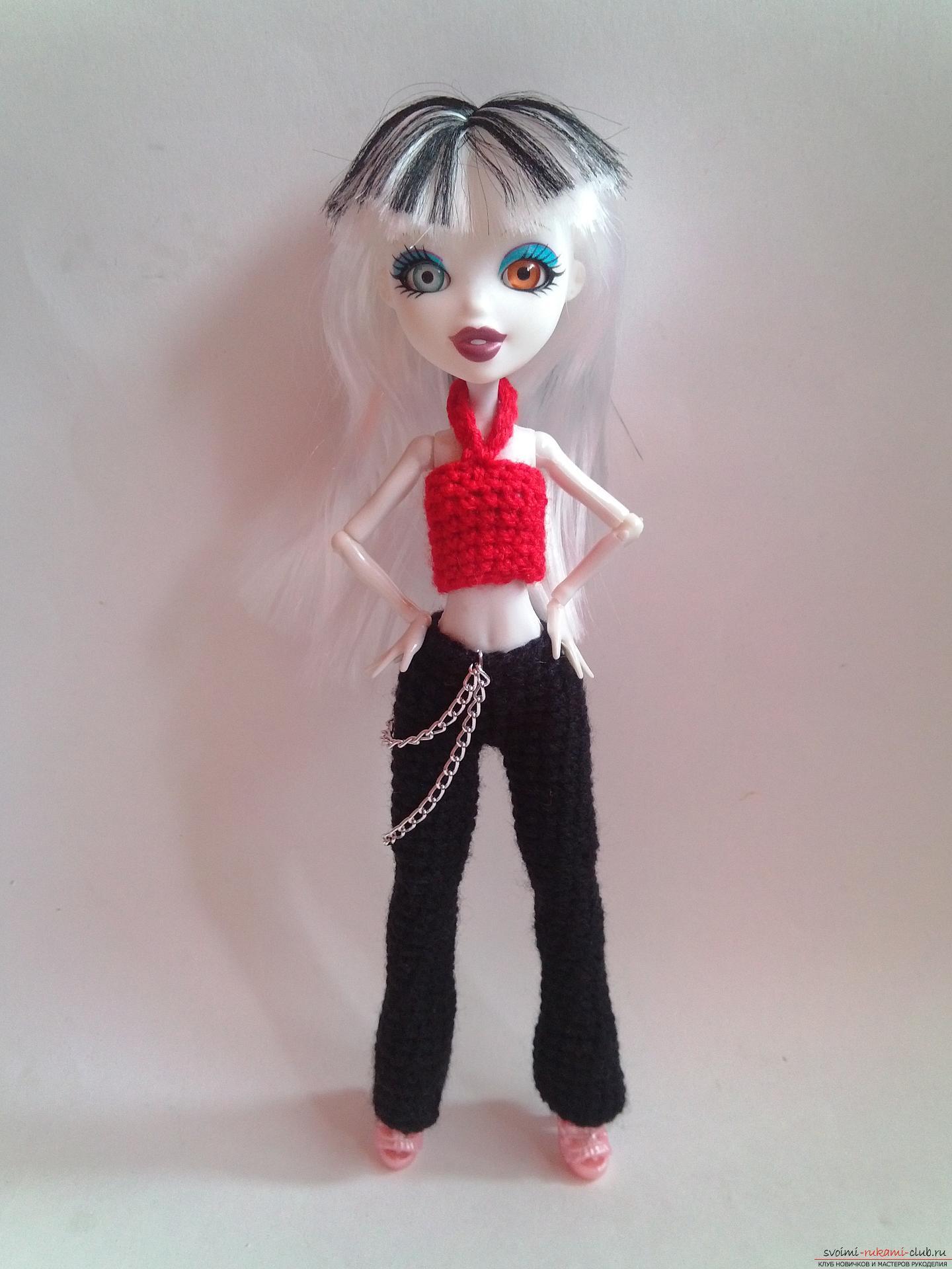 Вязание крючком по нашему мастер-классу поможет связать одежду для кукол Монстер Хай – брюки и топ.. Фото №1