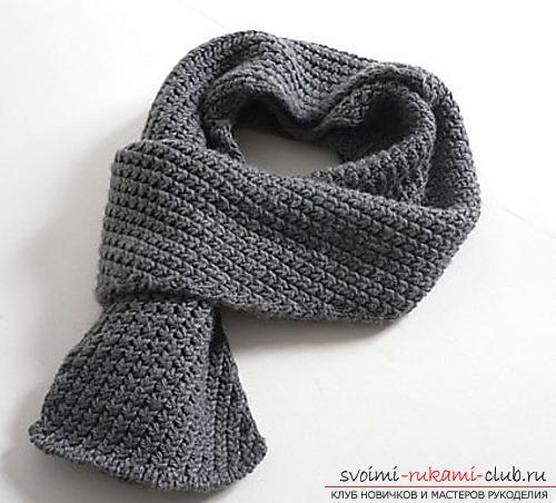 вязаный спицами мужской шарф.