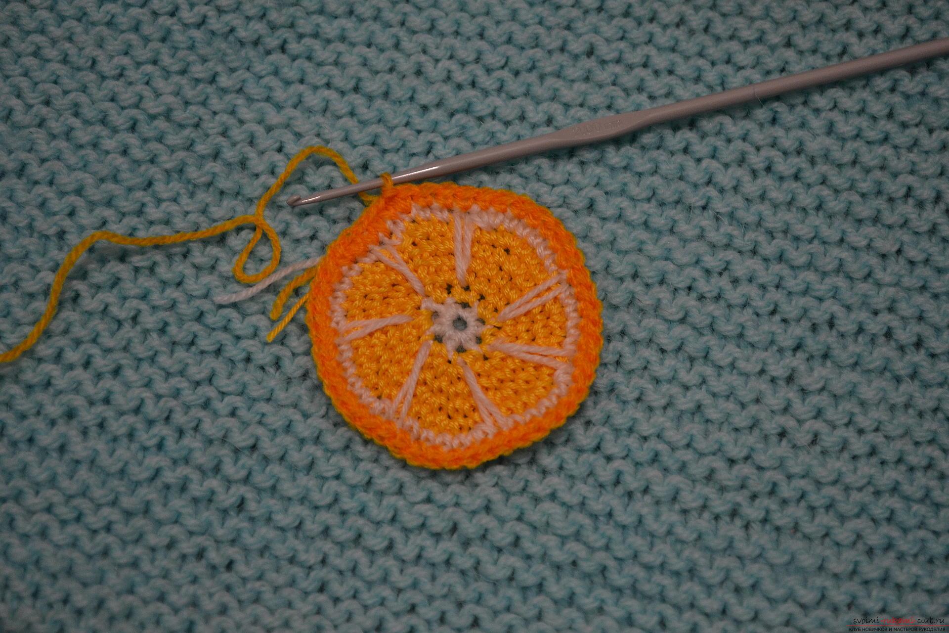 Для тех, кому хоть немного знакомо вязание крючком, предлагаем наш мастер-класс, который научит как создать с помощью крючка вязаные фрукты.. Фото №22