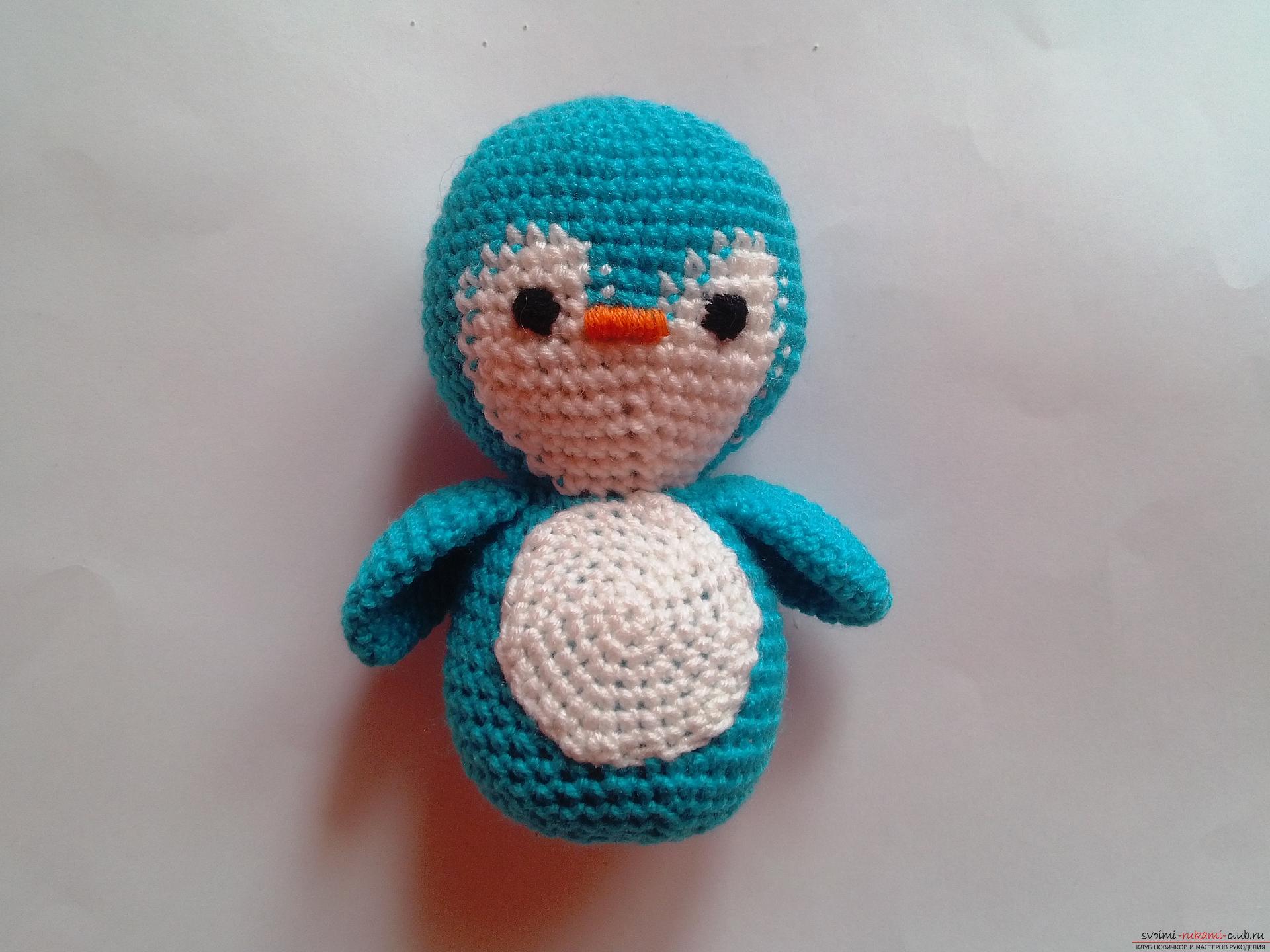 Этот мастер-класс вязания игрушки крючком подробно описывает и показывает на фото как вяжется пингвин своими руками.. Фото №8