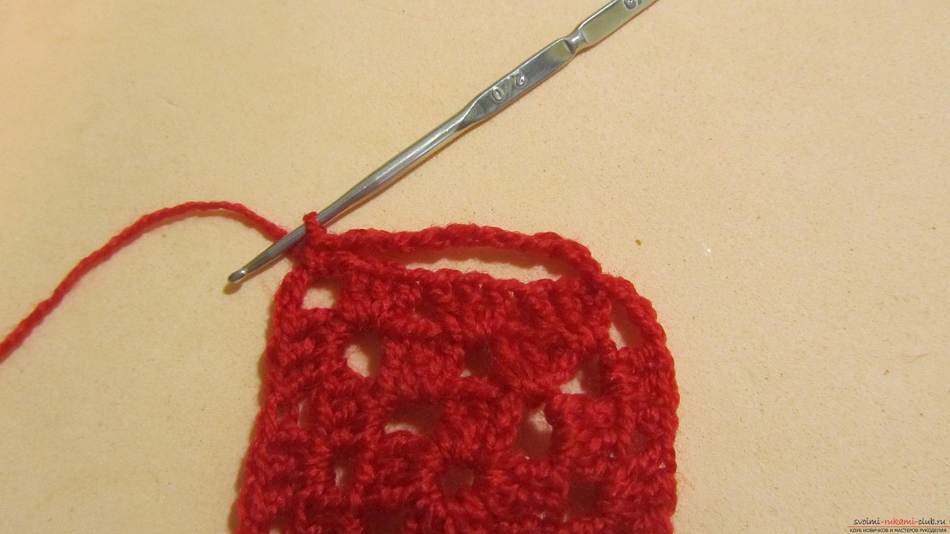 Одежду для мягких игрушек можно связать крючком своими руками, будем одевать игрушечную обезьянку.. Фото №48