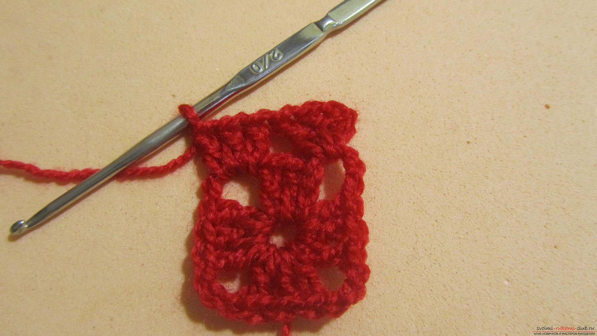 Одежду для мягких игрушек можно связать крючком своими руками, будем одевать игрушечную обезьянку.. Фото №43