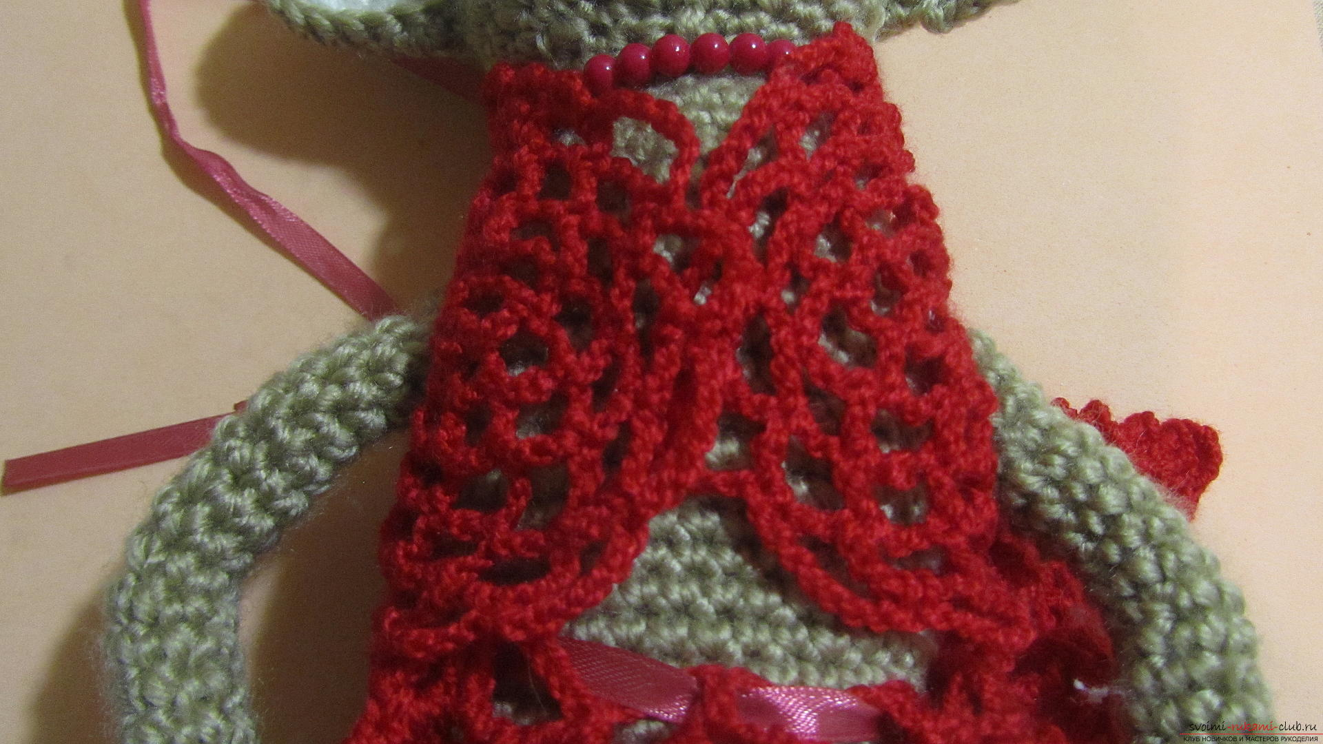 Одежду для мягких игрушек можно связать крючком своими руками, будем одевать игрушечную обезьянку.. Фото №55