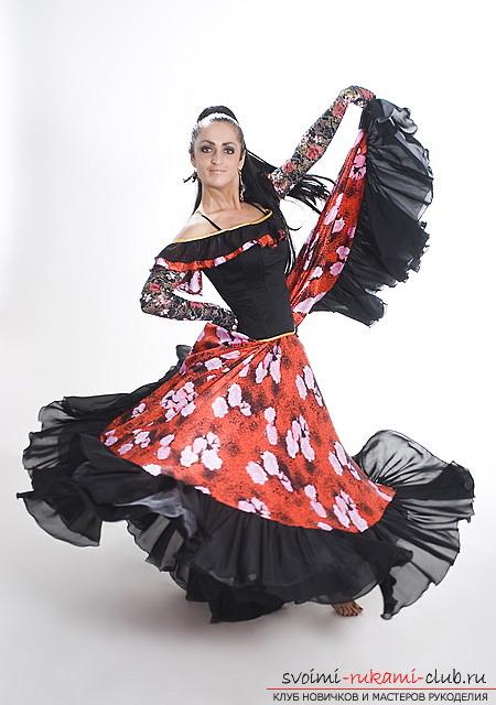 Как сшить яркий, эффектный костюм цыганки своими руками. Профессиональные советы по пошиву цыганского костюма по выкройке. Фото №1