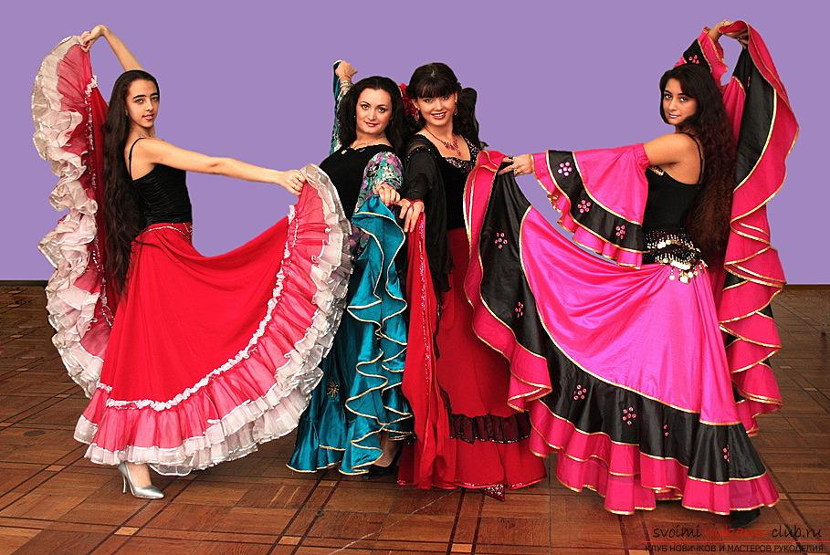 Видео как сшить юбку цыганки
