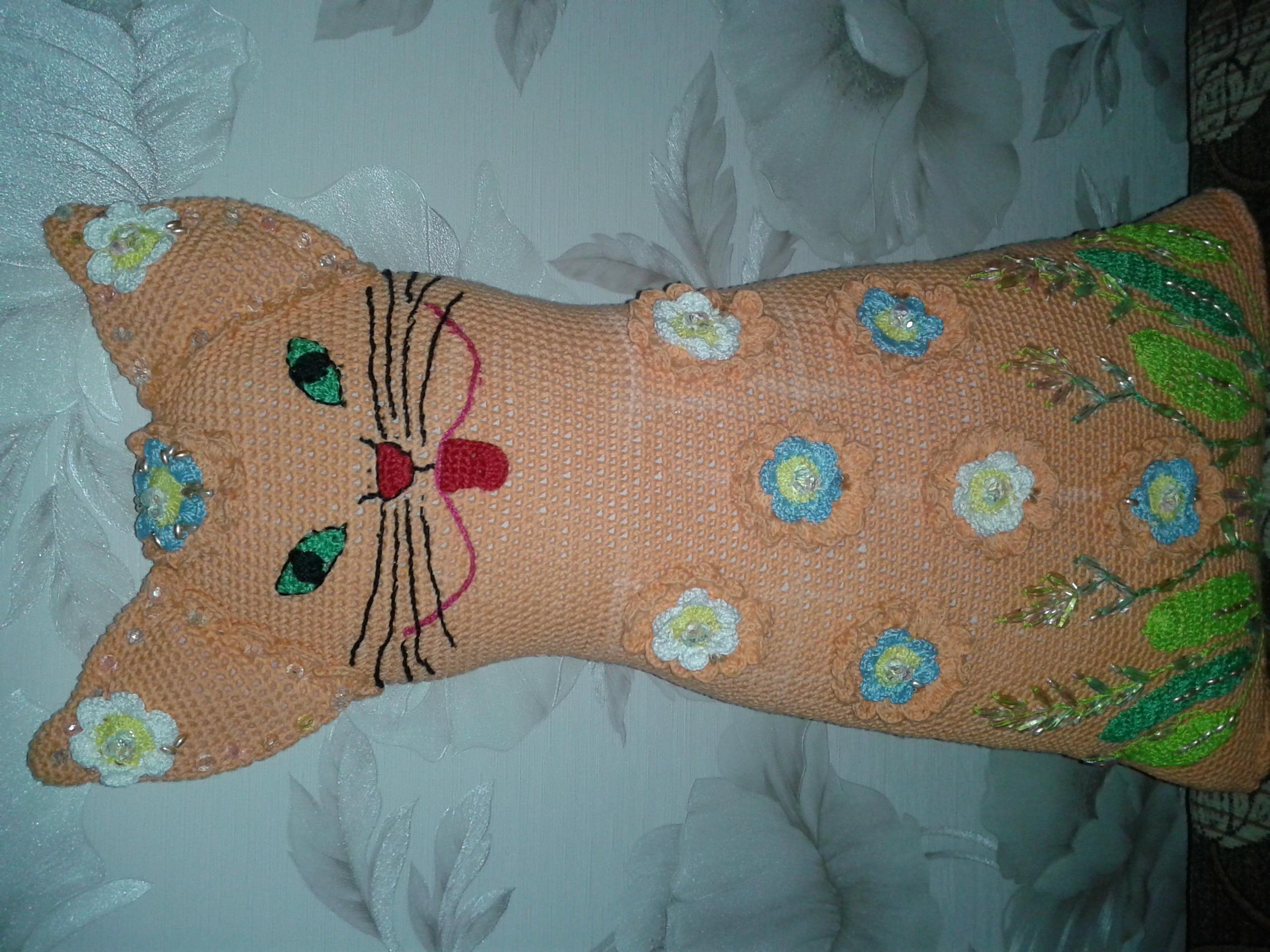 Подушка декоративная-кошка - поделки и самоделки своими руками