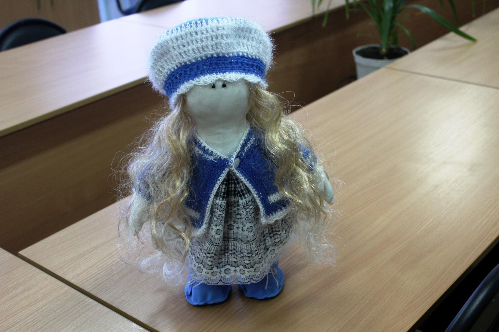 Тильда в вязаной одежде